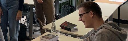 STIMMEN DER ANGST – Fynn Peters liest aus seinem ersten Roman